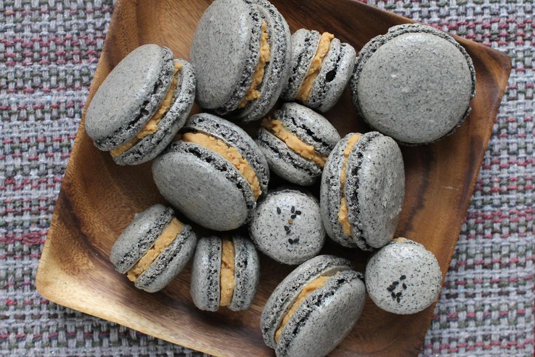 black-sesame-macarons