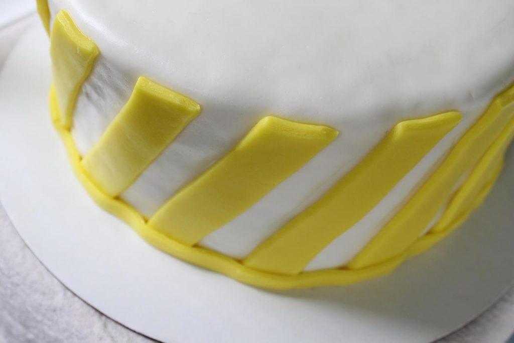 yellow-stripe-cake