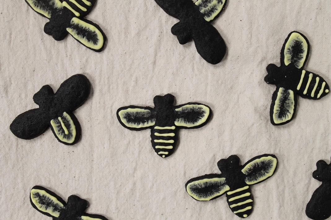 black-bee-cookies